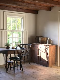 Top of cupboard display Country Interior, Farmhouse Interior, Best Interior, Home Interior Design, Farmhouse Style, Farmhouse Decor, Home Design, Style At Home, Layout Design