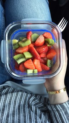 healthy food choices when eating out menu printable Healthy Fruits, Healthy Snacks, Healthy Eating, Healthy Recipes, I Love Food, Good Food, Yummy Food, Food Snapchat, Food Goals