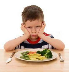 ¿Problemas a la hora de comer? 10 consejos para que tu hijo coma bien