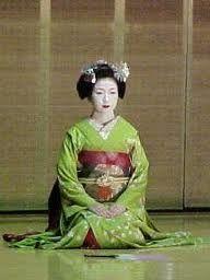 Google Image Result for http://www.bornplaydie.com/japan/travel/kyoto/geisha3.jpg