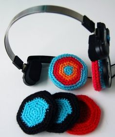 Most popular tags for this image include: headphones and knitting
