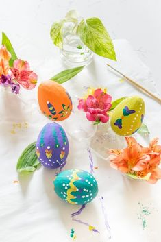 DIY Folk Art Painted Easter Eggs - Casa Watkins Living