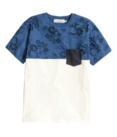 Put a twist on the traditional Hawaiian shirt with this blue & white color-blocked tee with chest pocket. | H&M For Men
