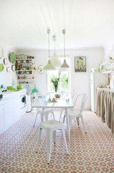 ¿Y que hago con una cocina vieja? Decorarla así de bonita y barata   Decoración Más