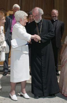 Chiara Lubich with Rowan Williams.