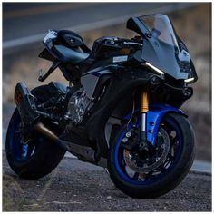 Yamaha R1, Ducati, Yamaha Motorbikes, Yamaha Motorcycles, Sport Motorcycles, Honda Sport Bikes, British Motorcycles, Moto Bike, Motorcycle Bike