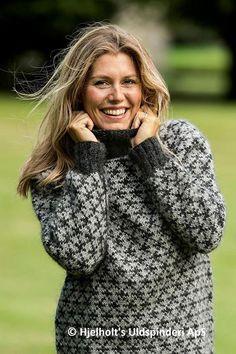 Billedresultat for hjelholt modeller Fair Isle Knitting Patterns, Knitting Designs, Knit Patterns, Icelandic Sweaters, Sweater Design, Pullover, Sweater Fashion, Hand Knitting, Knitwear