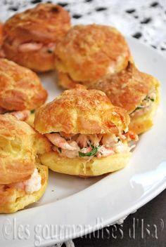 Gougères au parmesan, salade de crabe et de crevettes nordiques -OR - Parmesan Cheese Puffs, Crab Salad & Shrimp