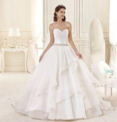 Raffinato e pulito abito da sposa da principessa Nicole 2015