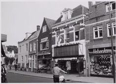 Amersfoort: Stukje Utrechtsestraat met rechts de winkel van Hehenkamp (1956)