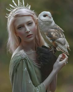 Forest fairy and her owl by A.M Lorek ( Foto Fantasy, Dark Fantasy, Fantasy Art, Fantasy Witch, Fantasy Photography, Portrait Photography, Michel Fugain, Foto Fashion, Fantasy Women