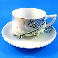 Hand Painted Scenic Cranes with Geisha Center Iwano Japan Tea Cup and Saucer Set Cup And Saucer Set, Tea Cup Saucer, Tea Cups, Japanese Tea Set, China Tea Sets, Chocolate Cups, My Cup Of Tea, How To Make Tea, Coffee Set