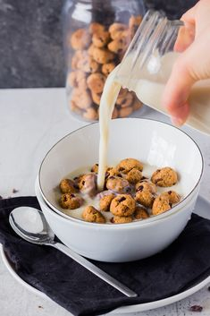 You prefer sweet over savory for breakfast? You're tired of eating the same things every morning and you love cookies? Then whip up this crunchy vegan cookie cereal for a perfect start to the day.