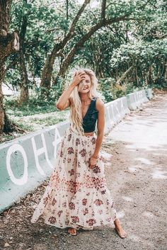 Barefoot blonde amber fillerup wearing free people and marissa webb. stunning summer boho style ღ stylish outfit Mode Outfits, Fashion Outfits, Night Outfits, Fashion Ideas, Fashion Guide, Budget Fashion, Fashion Websites, Fashion Bloggers, Girl Outfits