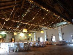 #wedding #decor #hochzeit #esküvő #weddinglights #LEDlights #ceilingdecor #parallellights Coron, Fair Grounds, Chandelier, Ceiling Lights, Lighting, Home Decor, Wedding, Candelabra, Decoration Home