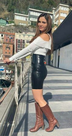 Leather Skirts, Leather Pants, Beautiful Outfits, Cute Outfits, Vinyl Dress, Womens Wetsuit, Fitted Skirt, Fashion Boots, Women's Fashion