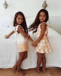 I need to marry a Latino so I can have children that look like this Little Kid Fashion, Baby Girl Fashion, Kids Fashion, Future Daughter, Future Baby, Twin Girls, Baby Girls, Twin Sisters, Beautiful Children