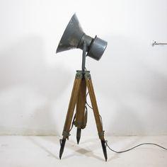 Statieflamp met grijze spotlamp
