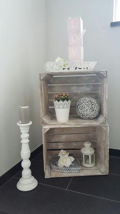 Dekoration im Treppenhaus - Landhausstil in rosa und weiß