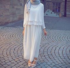 Maxi jupes are so feminine and suits every woman; Maxi jupes came in lots of fabrics and materials from Islamic Fashion, Muslim Fashion, Modest Fashion, Fashion Outfits, Fashion Wear, Hijab Fashionista, Hijab Style, Hijab Chic, Street Hijab Fashion
