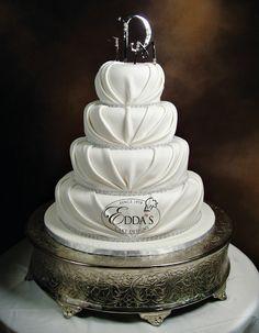 🎂 #WF168 #WeddingWednesday #EddasCakes #WeddingCake #WeddingFondant #MiamiCakes #CustomCakes 🎂