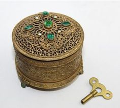 ANTIQUE Jeweled gold filigree musical powder box Compact Wind up ...