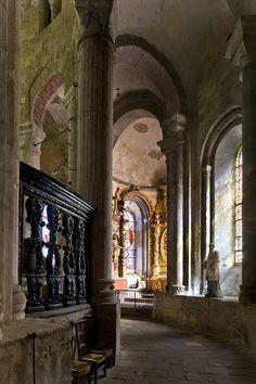 Ambulatory of Église Abbatiale Saint-Pierre, Beaulieu-sur-Dordogne (Corrèze) Photo by PJ McKey.