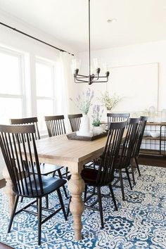 Get inspired by these dining room decor ideas! From dining room furniture ideas, dining room lighting inspirations and the best dining room decor inspirations, you'll find everything here!