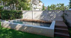 Piscines Carré Bleu l Petit jardin, mini piscine semi-enterrée en centre-ville l Architecte : Agence de l'Arsenal