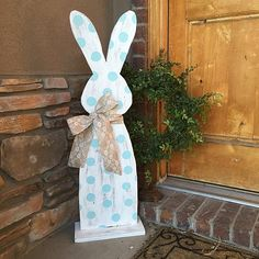 Hippity Hop Easter Bunny Outdoor Décor -- Spring into Easter with an outdoor bunny. #decoartprojects