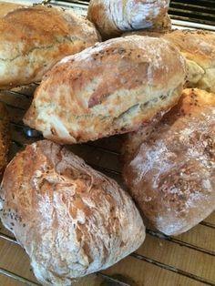 bröd Artisan Bread Recipes, Baking Recipes, Homemade Dinner Rolls, Cocktail Desserts, Good Food, Yummy Food, Beignets, No Bake Desserts, Bread Baking