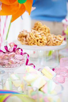 Anttila, Vinkit värikkääseen vappuun #vappu #kattaus #kevät #juhlat May Days, Holiday Parties, Celebrations, Holidays, Breakfast, Party, Food, Morning Coffee, Holidays Events