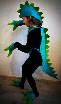Best dinosaur costume ever! Page is not in English but can be translated! Dino Costume, Lizard Costume, Diy Dinosaur Costume, Dragon Costume Women, Chameleon Costume, Dragon Halloween Costume, Costume Dinosaure, Diy For Kids, Crafts For Kids