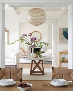 Step inside this chic, unique home designed by Hám Interior Design. With a mix of the classic and the modern, it's British design at its best. Piscina Interior, Atlanta Homes, Make Design, Design Design, Detail Design, Wood Design, Interior Exterior, Interiores Design, House Tours