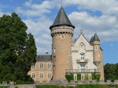 Chateau de Busset - Auvergne Palaces, French Castles, Fantasy Castle, Grand Homes, French Chateau, Ancient Ruins, Old Buildings, Beautiful Architecture, Old Houses