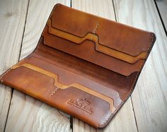 PERSONALISIERTE Hand genäht Geschenkidee lange Leder Brieftasche. Leder Brieftasche. Pflanzlichem gegerbtem Leder. Wallet Sewing Pattern, Leather Wallet Pattern, Handmade Leather Wallet, Leather Gifts, Stitching Leather, Leather Tooling, Leather Craft, Leather Briefcase, Leather Projects