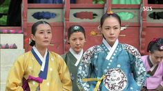 "Hong Soo-hyun as Queen Inhyeon in ""Jang Ok-jung, Living by Love"""