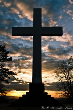 This is the Sewanee Memorial Cross and it has been photographed many times by many people. It sits on a bluff and at night from the valley below you can see it as it is well lit. An inspiration to many. Cross Pictures, Jesus Pictures, Nature Pictures, Sign Of The Cross, The Cross Of Christ, Jesus Art, Jesus Christ, Catholic Wallpaper, The Holy Mountain