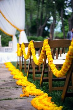Aisle Accented with Orange and Yellow Marigolds for a beautiful outdoor Hindu we. - Wedding Inspirasi - Aisle Accented with Orange and Yellow Marigolds for a beautiful outdoor Hindu we… - Marigold Wedding, Blue Wedding Flowers, Wedding Flower Arrangements, Marigold Flower, Yellow Wedding, Wedding Colors, Wedding Mandap, Temple Wedding, Punjabi Wedding Decor