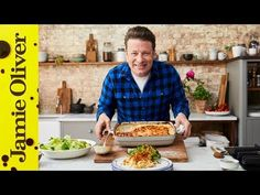 This Jamie Oliver roast beef recipe is perfect for a Sunday lunch. Let the beef rest for half an hour, then slice very thinly for super-tender roast beef. Healthy Dinner Recipes, Great Recipes, Favorite Recipes, Healthy Meals, Breakfast Recipes, Chef Jamie Oliver, Jamie Oliver Salmon, Jaime Oliver, Beef Recipes