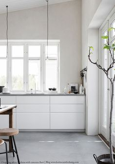 4 beautiful white kitchens with concrete floor | BODIE and FOU Design, Interiors, Fashion & Life