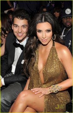 kim kardashian keri hilson 2011 grammys 06 Kim Kardashian brings the gold as she arrives at the 2011 Grammy Awards held at the Staples Center on Sunday (February 13) in Los Angeles.    The 30-year-old socialite…