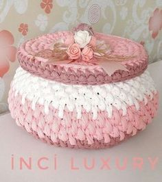 Didn't it have a lot of sugar? I ask for information and order häkeln anleitung Art Au Crochet, Crochet Bowl, Crochet Basket Pattern, Knit Basket, Knit Crochet, Crochet Patterns, Yarn Projects, Crochet Projects, Rug Yarn
