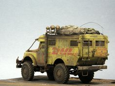 """Land Rover Defender """"HOTHEAD MAIL 2033"""" 1/35 Scale Model"""