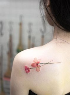 Delicate flower tattoo on the shoulder blade. #flower #tattoo #backtattoo #shouldertattoo