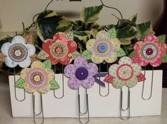 * Try with pop cans -Flower Punch Jumbo Paperclip Bookmarks by SassiAngel - Cards and Paper Crafts at Splitcoaststampers Paperclip Crafts, Paperclip Bookmarks, Crafts To Do, Paper Crafts, Diy Crafts, Diy Paper, Paper Clip Art, Candy Cards, Craft Show Ideas