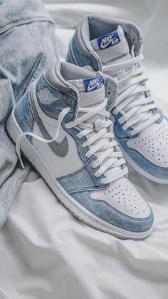 Dr Shoes, Cute Nike Shoes, Swag Shoes, Cute Nikes, Cute Sneakers, Nike Air Shoes, Hype Shoes, Jordans Sneakers, Nike Air Jordans