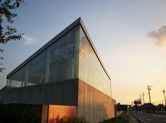撮影:部員番号8番 satochi61  あいちトリエンナーレ地域展開事業の  ひとつである、渡辺おさむさんの展覧会が行われていた清須市はるひ美術館。  建物自体が矢印のようでした。