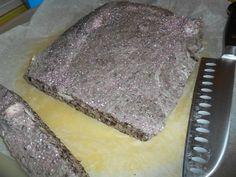 oréo en miette + chamallows fondu. rouler dans du sucre glace. super goûter.