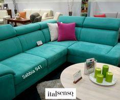 SABBIA to piękna tkanina o delikatnej fakturze i oszałamiającej palecie kolorów 😍 To mikrofibra do złudzenia przypominająca doskonałej jakości zamsz. Jednak w odróżnieniu od niego, bardzo łatwo utrzymać ją w czystości 💦 Daje nieograniczone możliwości aranżacji wnętrz, zarówno klasycznych, jak i nowoczesnych 😍 Sofa, Couch, Furniture, Home Decor, Salon Marocain, Settee, Settee, Decoration Home, Room Decor